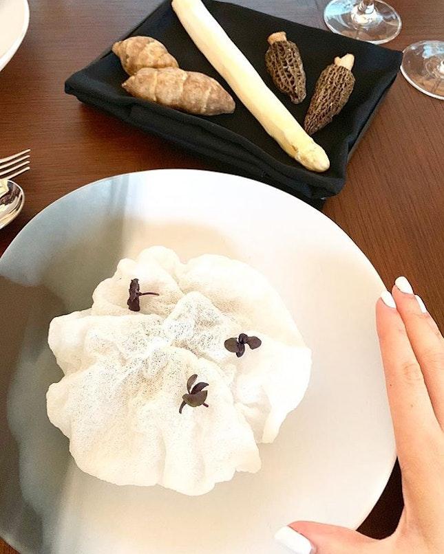 Peek-a-boo : smoked eel / white asparagus / motel mushrooms / heliantis :: :: @preludio.sg Chapter 1 : Monochrome 🎹 ⚪️⚫️🖤 :: :: Swipe for more 📲.