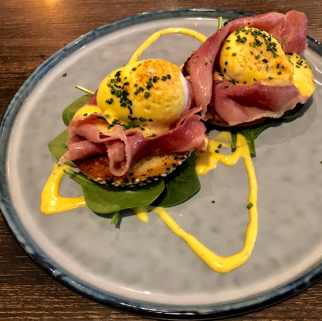 Bagel Eggs Benny