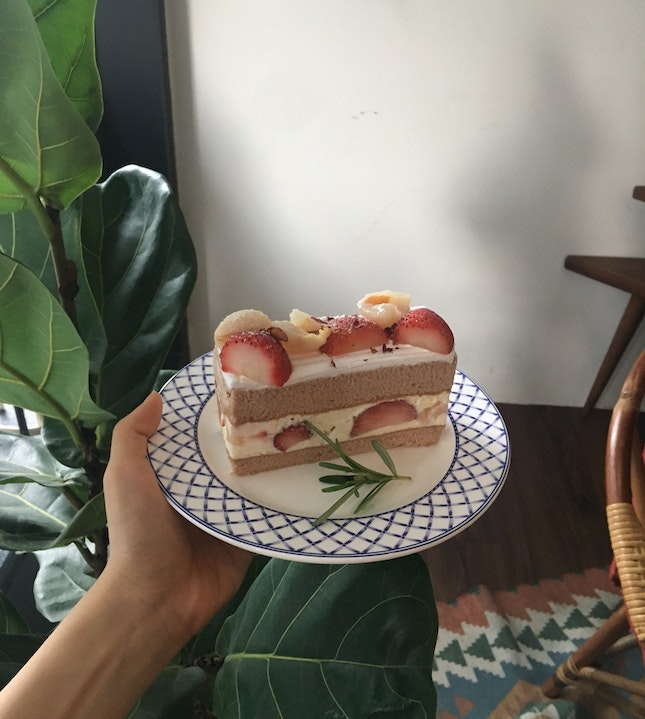 Cute Yet Delicious Lychee Strawberries Cake