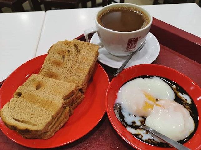 Set F - Kaya peanut toast, eggs, coffee ($4.80) 😋 .