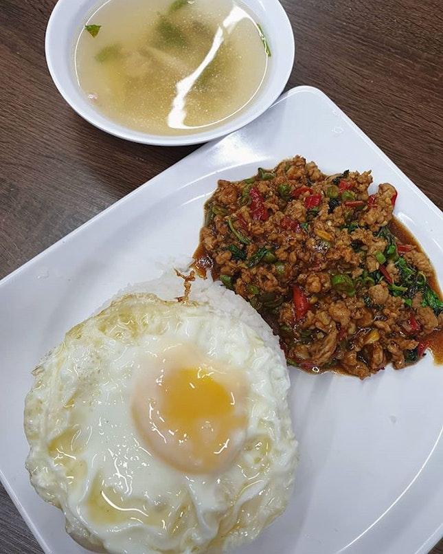 Basil minced pork with clear tom yam soup ($6.90) 😋 .