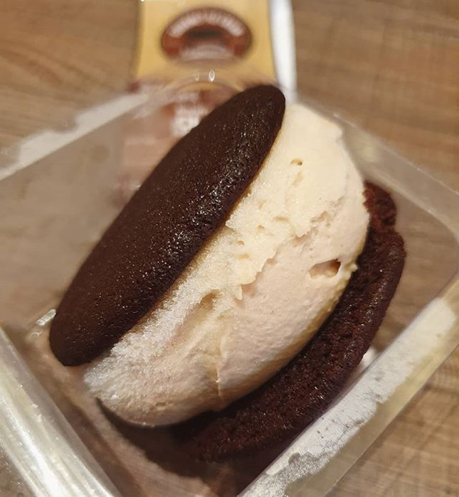 Pure hazelnut ice cream + chocolate fudge cookie ($5.95)!