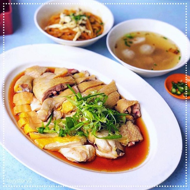 [Restoran Ipoh Chang Jiang White Coffee] Steamed Kampung Chicken, RM28 / S$9.40 (Half Chicken).