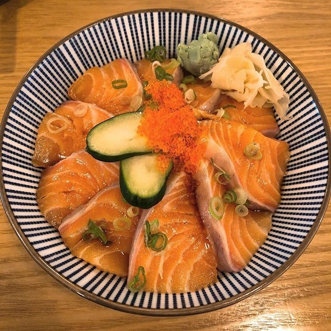 [Salmon Don-$15.90]  Is it my memory has failed me, or has the price of the salmon don increased because i  remembered it being $10.80 on my previous visit leh🤔...