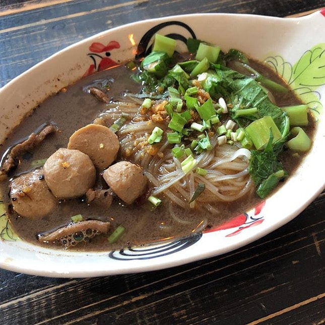 A bowl of Beef boat noodles ($7.50) would be perfect for a chilly day  Beef slices were not too tough while the beef balls had a firm springy texture and were bursting with beefy flavour!