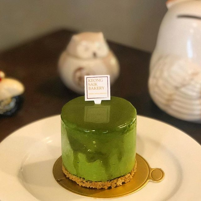 [Ihyō-$8]  Pronounced as yi-shi-yo, this newly launched cake promises your tastebuds an explosion of flavours, with Matcha cheese mousse, black sesame dacquoise and lime curd atop a black sesame cookie base.