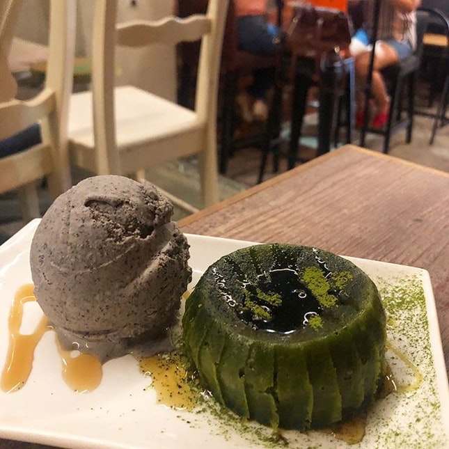 [Matcha Lava Cake-$9.50]  While the aesthetics for this was totally on point, (swipe to see that pool of lava threatening to spill over 😹) , the same sadly can't be said about the tastes😅 Save for the green aesthetics, there was barely any hint of matcha detectable.