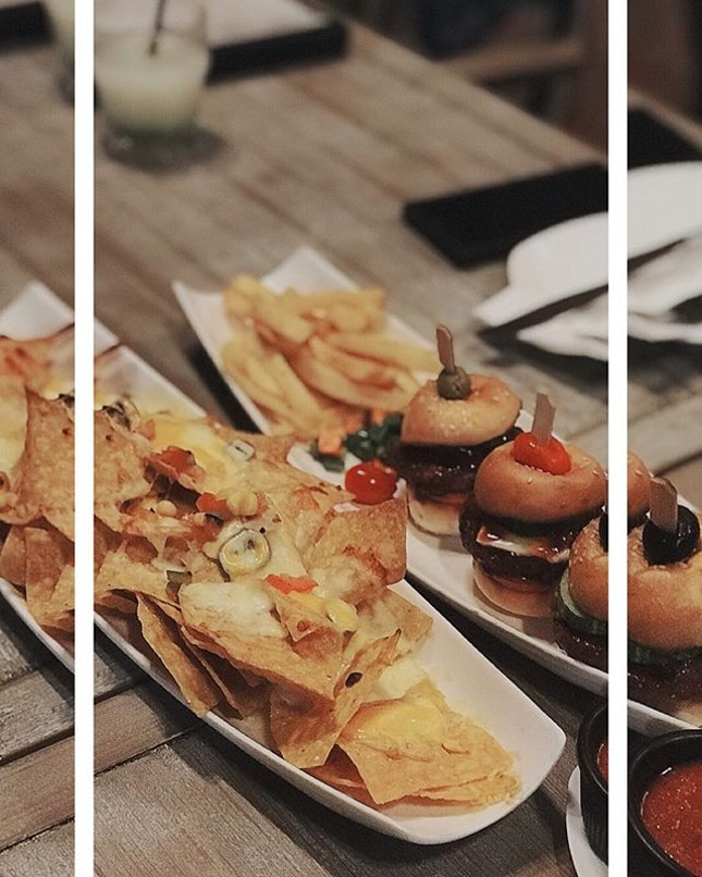 Afforable for all 🤤💙 #justeatlosg #justeatlo #instafoodsg #instafood #instagood #sgfoodies #8dayseat #burpple #burpplesg #sgfood #makingtherightchoice #sgfoodporn #foodporn #sgfoodbloggers #westernfood