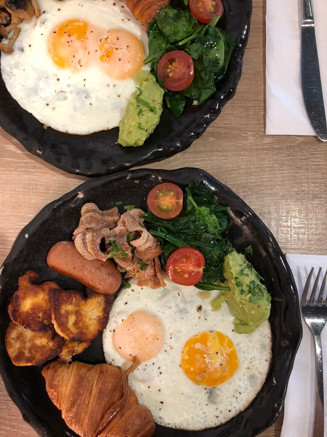 Big Breakfast $22; Wild Mushroom $18