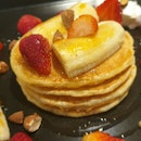Banana Strawberry Pancakes $20/ Ppax