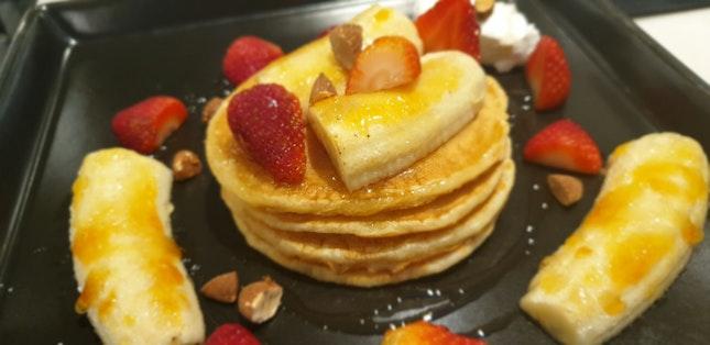 Banana Strawberry Pancakes $20/ Ppax