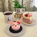Afternoon tea with the babe 😘 Strawberry cheesecake🐰, lychee raspberry cake🍰 with berries tea☕️ .