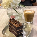 Going nuts with a cuppa hazelnut latte and Nutty Nutella cake 🌰🌰🌰