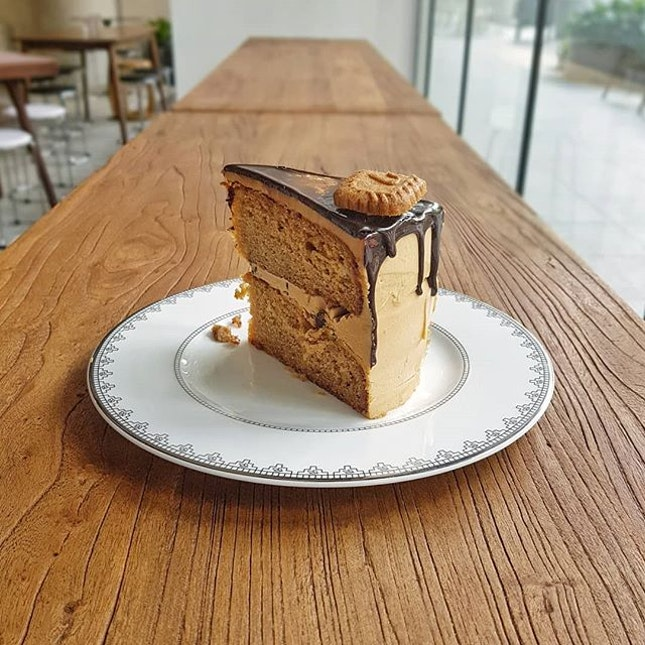 The most desired gift of Energy is not 100+, Coffee or 💔💔💔 but a  Slice of Speculoos Cake 🍰🍰 * It is not just a slice of cake, it is also the taste of the cake that gave you an adrenaline rush which make you focused on things you are doing 😉💪😉💪😉💪 * Kudos to Sweet Cake 😋😋😋 #wakeywakey #wakeysg #speculoos #cake #dessert #adrenalinerush #sginstafood #sgfoodblog #sginfluencer #vscofood #samsunggalaxys8 #sgfoodies #jktfoodbang #thisisinsiderfood #exploresingapore #todayweexplore #burpple #8dayseat #dailyfoodfeed #thisisinsider #visitsingapore #singaporeinsiders #igfoodies #cliffyncheeze #tastemade #tastethisnext #eatfamous #sgfood