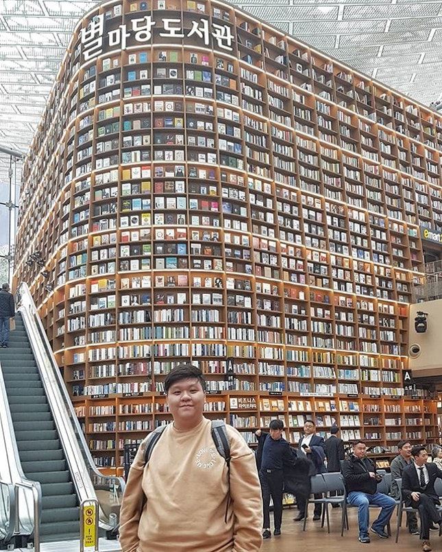Bucketlist:  Visiting Starfield Library ✔ * One of the biggest achievement & finally a chance to visit one of the most famous tourist attraction in Seoul 🇰🇷🇰🇷 @starfield.library * Totally one of the most wonderful experience to be there yourself and seeing other Nationality tourist like me trying to snap the best shot of themselves😍😍