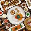 Enjoying Japanese Ala-Carte Buffet while Tossing the 👇🏻👇🏻👇🏻 Be the EarlyOink this CNY to catch a 发财鱼生🐷🐷🐷 at only S$49.99 - Serves 8-12 paxs.