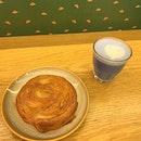 Kouign Amann & blue pea latte