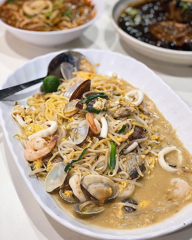 [Aljunied] Their La La Hokkien Mee ($16) here is the wetter version, with a thick, flavourful, and wok hei-laden gravy that hugs every strand of noodle nicely.