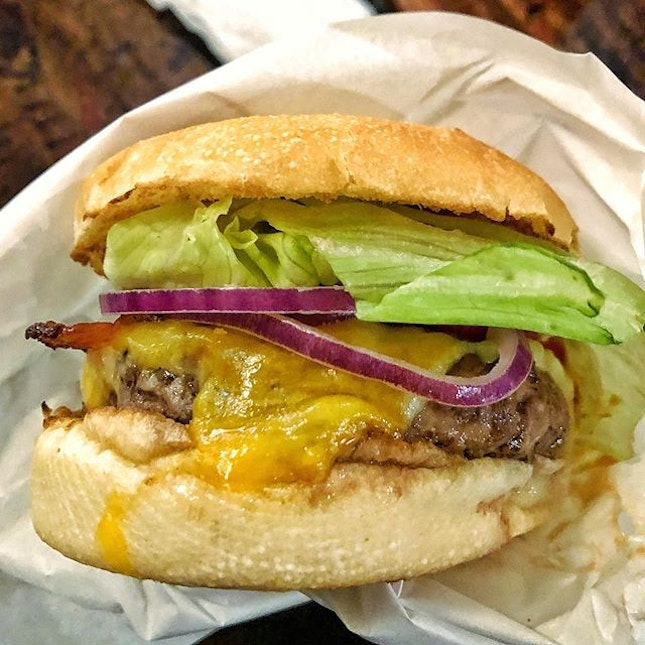 [Telok Ayer] The burgers here are always perfectly serviceable, although I do find them a tad too clean (read lacking satisfying greasiness).