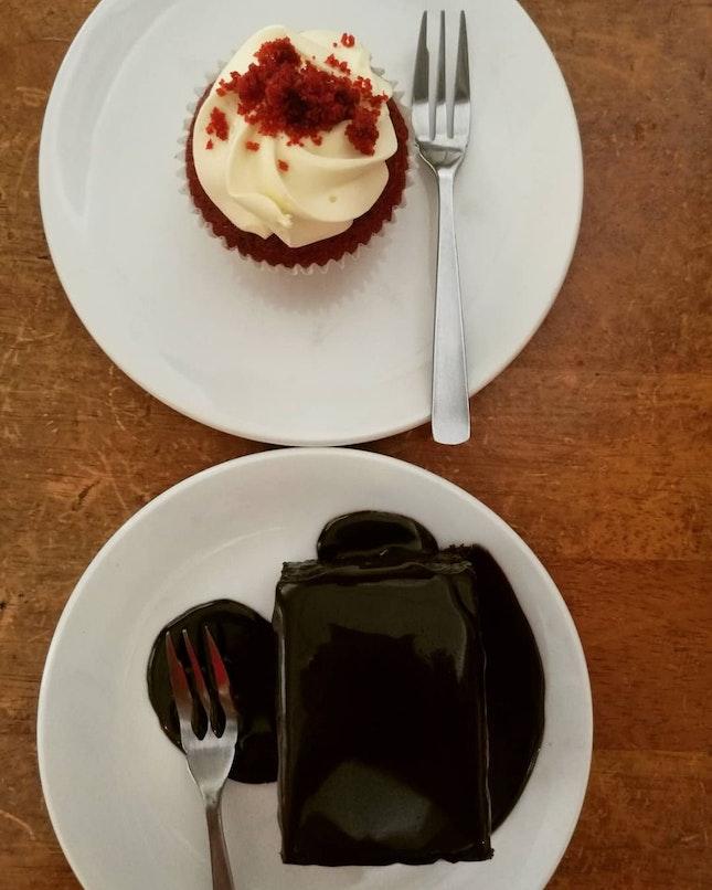 Red Velvet & Chocolate Muddy Cake