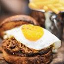 In love with pull pork 😍  #food #foodporn #foodphotography #foodgram #food52 #f52grams #sgfood #sgfoodie #sgrestaurants #sgeats #sgfooddairy #cafehoppingsg #vscofood #onthetable #eeeeeats #getinmybelly #instafoodsg #burpple #burpplesg #igsg #sgig #pullpork #pullporkburger #burgers