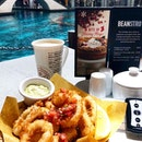 Lazy afternoon 🐙💦☕️ #sgfooddiary #sgfoodblogger #burpplesg #burpple #calamari #latte #coffee #afternooncoffee #afternooncoffeebreak #sgcafe #sgfood #sgfoodie #foodphotography #foodsg #foodstagram #beanstro