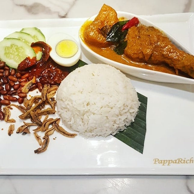 🍛: Fancy some fragrant Nasi Lemak with Chicken Curry?