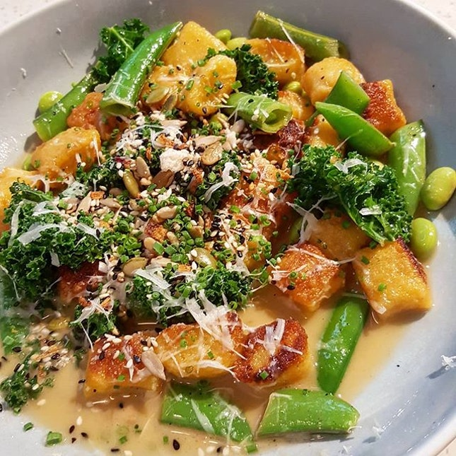 🍝: Inspired by the approaching fall season, we tried the #pumpkin #gnocchi @plentyfullsg Freshness of the accompanying #veggies was definitely there.
