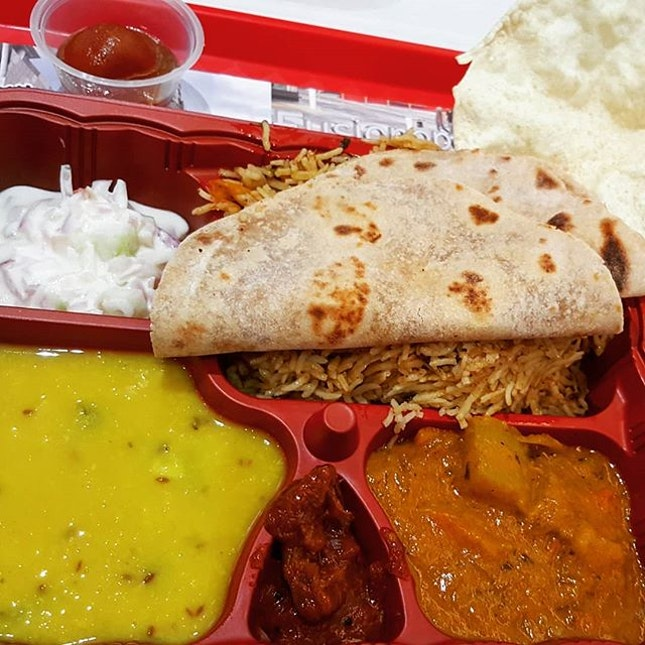 🍱: Enjoyed a #hearty #meal of Northern Indian vegetarian staples today.