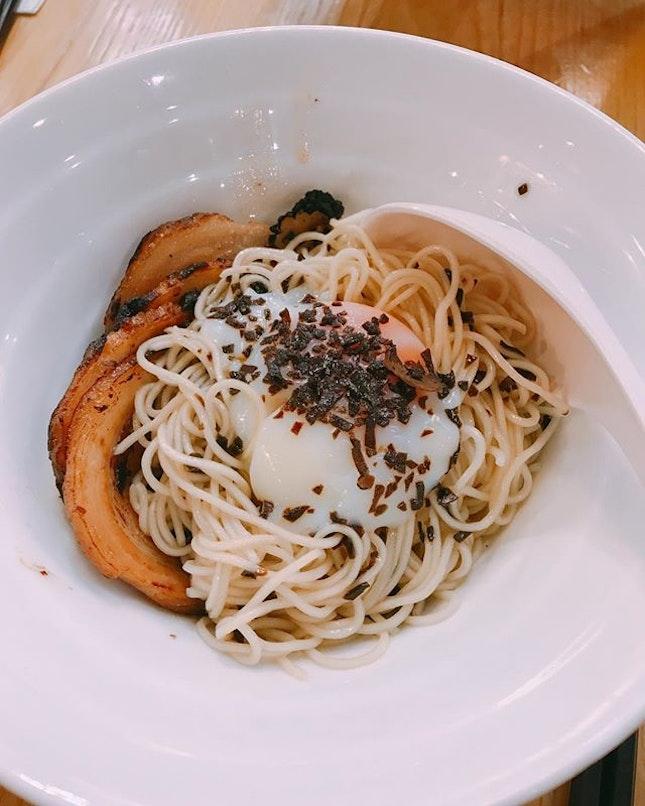 ✨Kanshoku Ramen Bar 🇸🇬✨  Some wobbly onsen egg and truffle ramen for you?