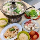 Who else likes steamboat with chicken rice?