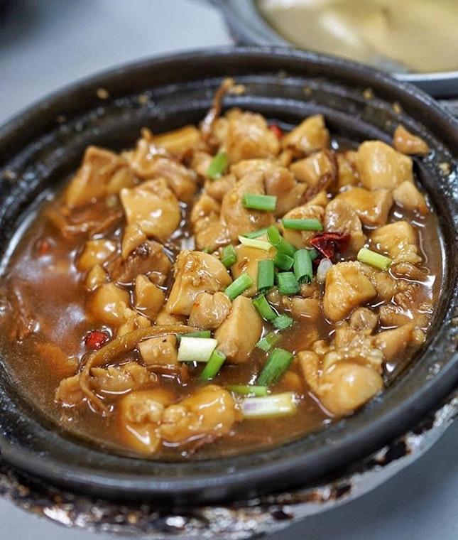 Claypot Sesame Oil Dried Chilli Chicken.