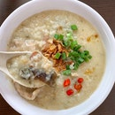 Signature porridge from @sinhengkeeporridge, Located near Chong Pang Food Market, is a perfect breakfast for wet day.