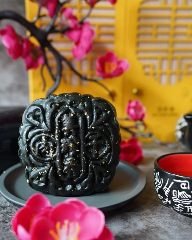 Feature the latest Applewood Iberico Mooncake from @beechenghiangsg.