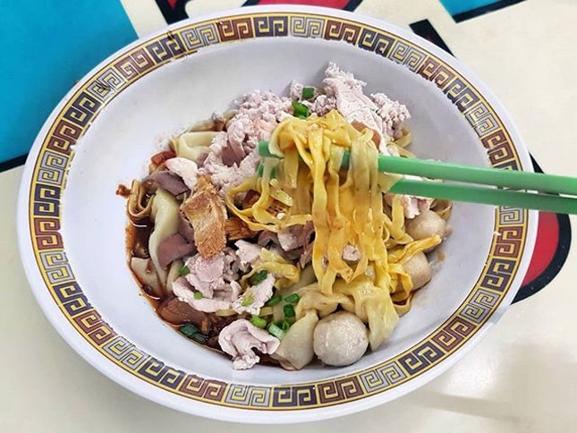 The unbelievably springy noodles were bathed in a perfect medley of vinegar and chilli.