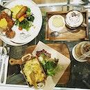 Having lunch at Hello Kitty Cafe Secret Garden at Changi Airport Terminal 3 ❤💖💖💖💖💖💖 @hellokittycafesingapore  #littlesweetbonsbons #hellokitty #hellokittycafe #changiairportsingapore #changiaiport #terminal3 #cafelatte #cookies #macandcheese #bigbreakfast #cutefoods #foodiesofinstagram #foodies #burpple #burpplesg