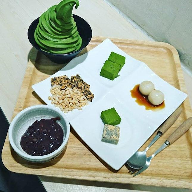 The Kaiseki set by MatchayaSg  Choice of Ice cream 1)Uji Matcha 2)Houjicha 3)Kurogoma  With rice puffs,sesame crisp ,warabi mochi (meltymochi) ,Shiramata (chewymochi) ,handcrafted Chokoreto and Japanese Anko Paste (Red Bean Paste).
