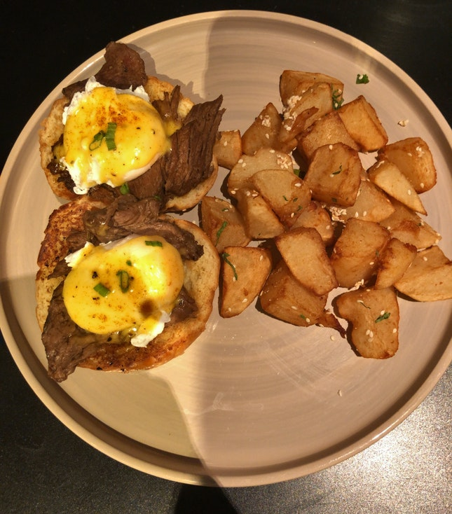 Egg Benedict With Steaks