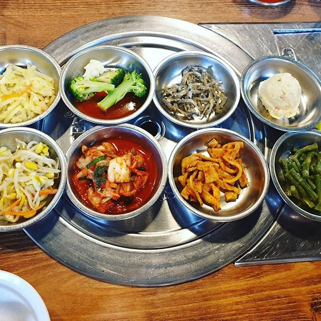 Bibimbap with chicken meat($16++) 😐 comes with complimentary refillable side dishes 😊 + seafood pancake 😐 + #SpicyKoreanFriedChicken 😐: Chicken in the #bibimbap is quite tender.