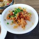 Century Egg and minced meat porridge 😍 ($2.50) + Crystal Dumpling 😊 ($3.60) + Fresh Shrimp Chee Cheong Fun 😊 ($3.60): Love their porridge which is not shown on their signboard!