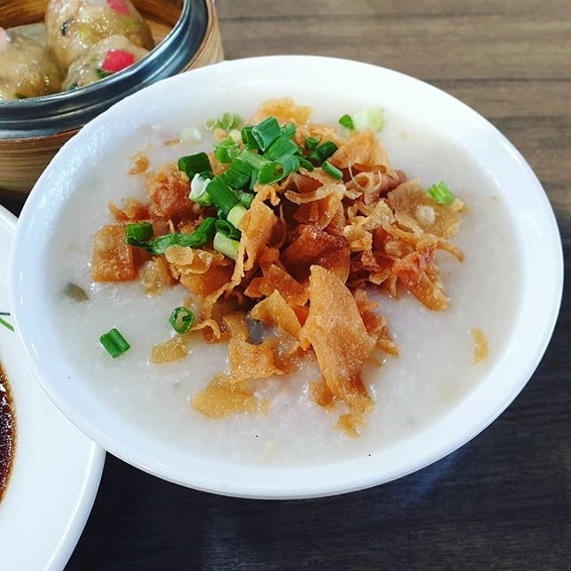 Century Egg and minced meat porridge 😍 ($2.50) + Crystal Dumpling 😊 ($3.60) + Fresh Shrimp Chee Cheong Fun 😊 ($3.60): Love their porridge which is not shown on their signboard!