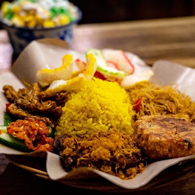 Nasi Kuning | fragrant turmeric rice with galangal fried chicken, fried vermicelli, omelette, fried potato cake, sweet and spicy fried tempe, garlic crackers, homemade sambal