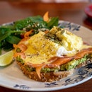 Skinny Eggs Ben | multigrain, poached eggs, smoked salmon, smashed avocado, pumpkin seed, lemon yoghurt sauce