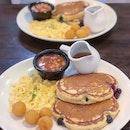 Blueberry Pancakes Platter ($11.90)