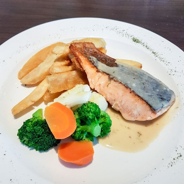 Pan-seared Salmon Fillet with Dill Cream Sauce