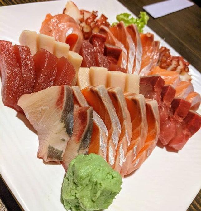 A plate of sashimi moriwase.