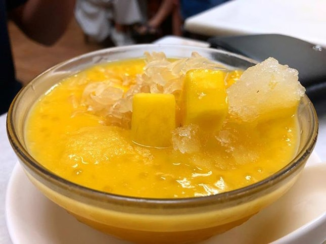Mango pomelo with sago seeds are the traditional kind of Hong Kong desserts that you can't stop loving it.
