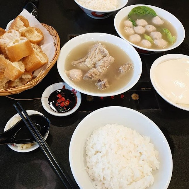 Best choice of meal for today's cold raining day: refillable piping hot bak kut teh soup.
