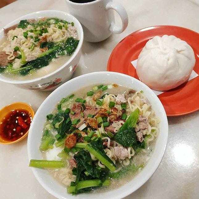 I wanna have my fav instant noodles with pig liver and big chicken bao.