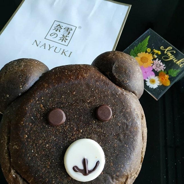 The QQ Pearly Choco Bear baked with chocolate and filled with custard and pearls.Nice!